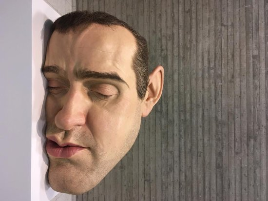 ron-mueck_rotated_90